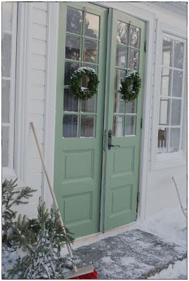 """Söta Prickar~Like these doors and the color is just right."" sökord: +hus +landet"