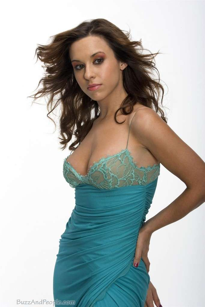 Lacey Chabert Grew a Tail