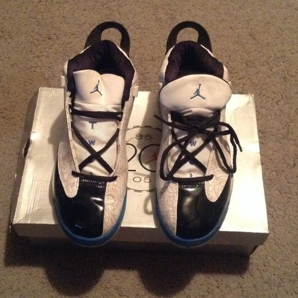 Air Jordan dub zero size 8.5 Worn twice. Wit Jordan dub-zero sneakers men's size 8.5 women's 10. White/black-light photo blue. Jordan Shoes