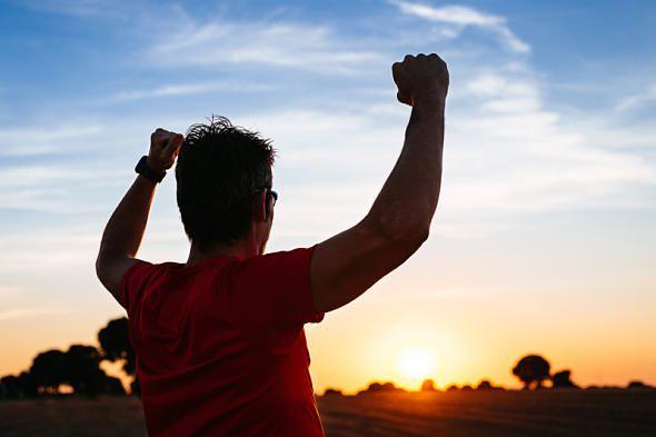 Lauf-Special für Frühaufsteher : Morgenstund hat Gold im Mund. In unserem großen Special für Frühaufsteher erfahren Sie alles, was Sie als Läufer wissen müssen. Dazu: Trainingspläne, Tipps und Tricks.