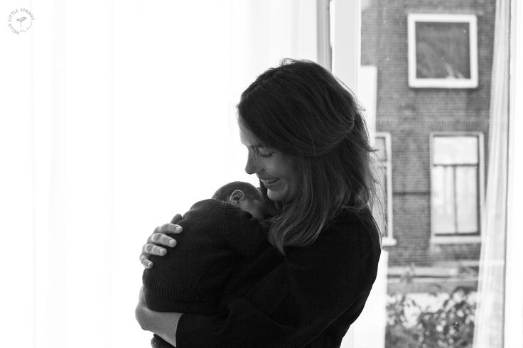 kleine spruit met mama in de babykamer #geboortevideo en foto's