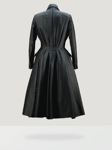 ligne sinueusemod& ||| clothes ||| sotheby's pf1570lot8497zen