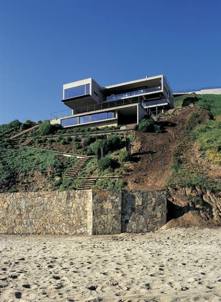 Casa 11 Mujeres (Eleven Women House), a cliff-top house near Santiago in Chile by architect Mathias Klotz.