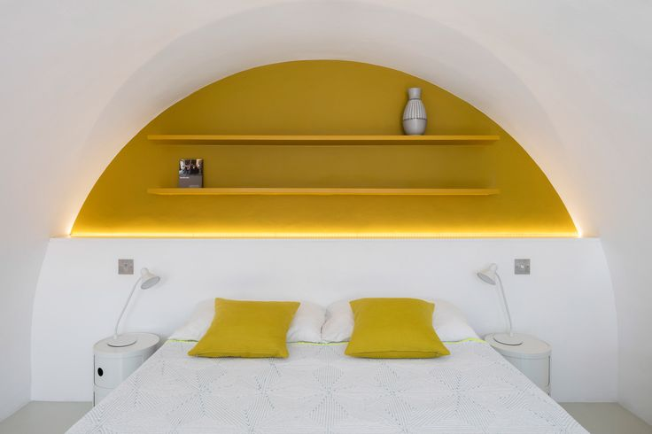 Arches & color-blocking in the bedroom