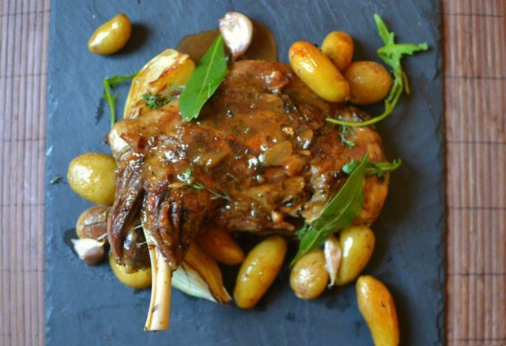 Epaule d'agneau de 7 heures et ses pommes de terre fondantes – la recette facile