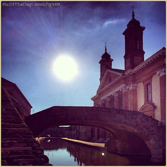 #PicOfTheDay #turismoer: luci e geometrie di una splendente #Comacchio! Complimenti e grazie a @michyzen