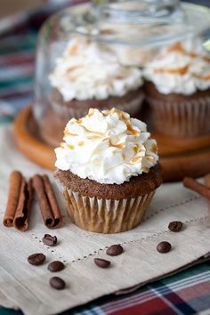 Have your coffee, and eat it too? Pumpkin Spice Latte Cupcakes!
