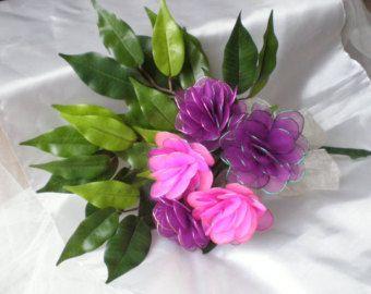 Un bouquet bellissimo giglio nuziale o un pezzo splendido centro per tutti i modelli di tabella, il bouquet comprende due arancione e due gialli lilllies.    Il bouquet può essere fatto in colore, dimensione e più lillies possono essere aggiunti a seconda delle dimensioni richieste.