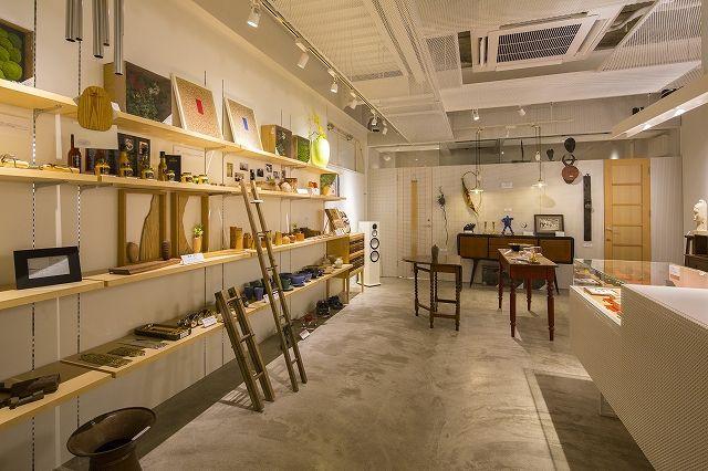 """ショップ店内 """"shop&gallerySOMETHING"""""""
