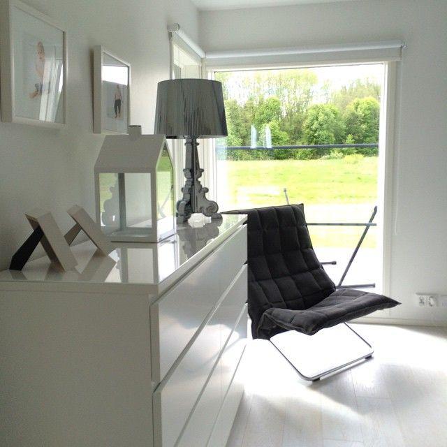 Woodnotes k chair design by Harri Koskinen. Photo by @mustaa_valkoisella