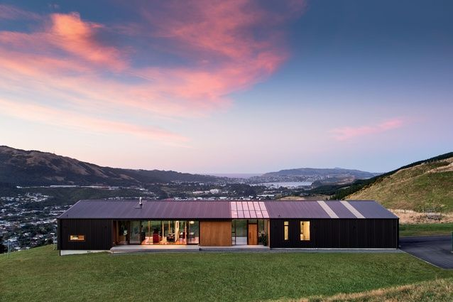 Hau Nui House, Wellington. With COLORSTEEL® prepainted steel roofing and cladding in Ebony. Architecture by Hugh Tennent, photography by Paul McCredie.
