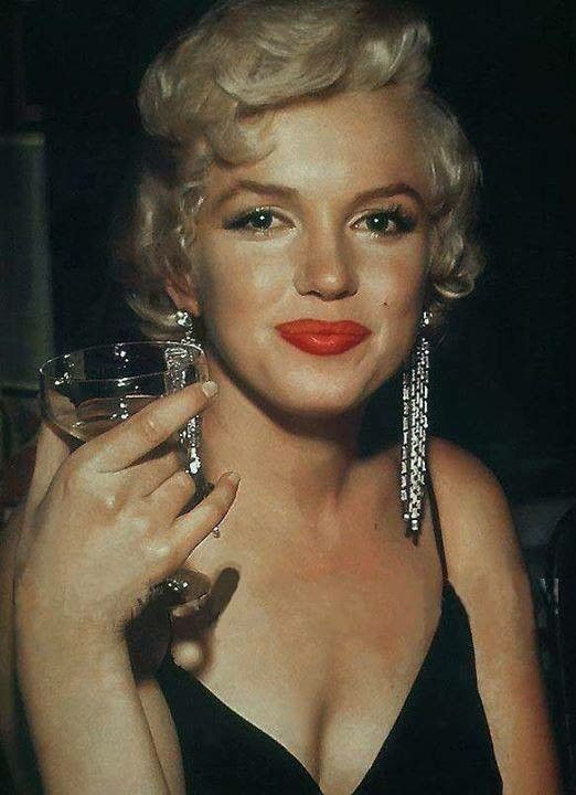 Marilyn Monroe with a glass of champagne