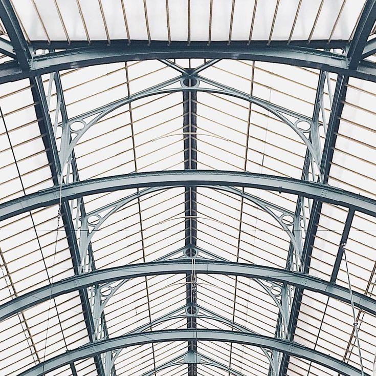 Looking up again. ⬆️ #london #londonlife #londontown #architecture #architecturelovers #minimalism #minimalist #minimalbuildings…