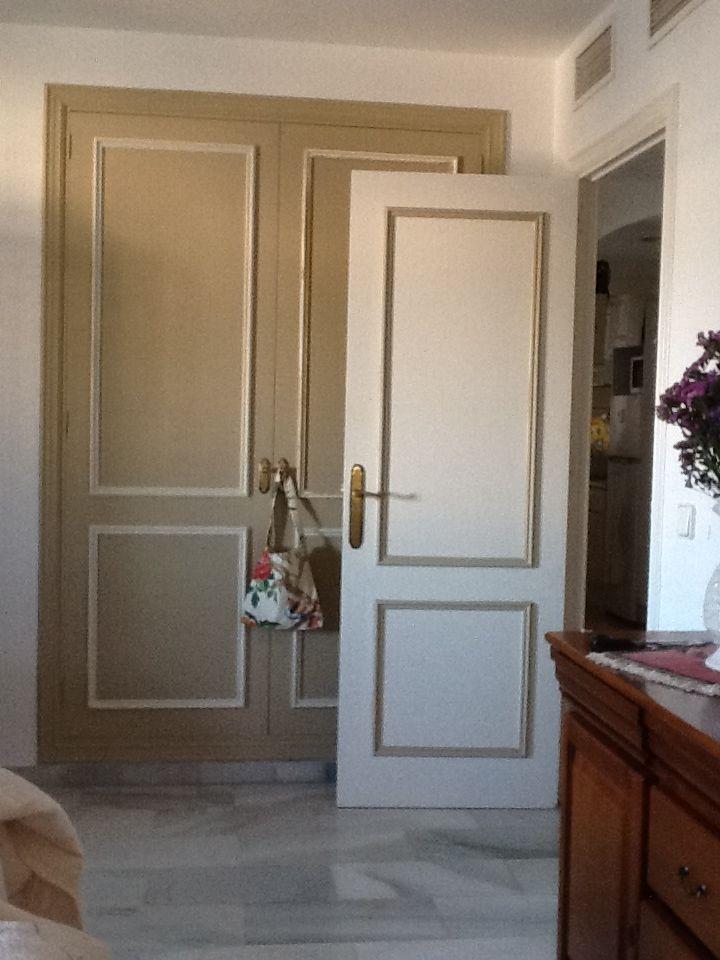Las 25 mejores ideas sobre puertas interiores pintadas en for Pintar puertas de madera viejas