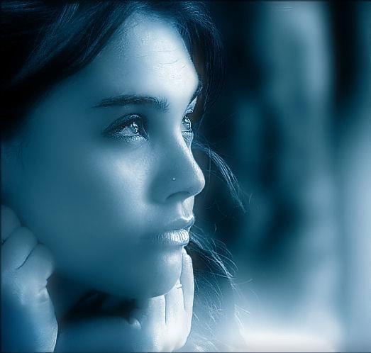 SONO LE DONNE  Sono le donne difficili quelle che hanno più amore da dare,   ma non lo danno a chiunque.   Quelle che parlano quando hanno qualcosa da dire.  Quelle che hanno imparato a proteggersi e a proteggere.