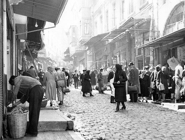 Bir zamanlar İSTANBUL...Mahmutpaşa (1945)