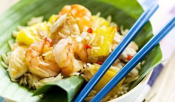 Suivez notre recette de Riz sauté aux crevettes et à l'ananas pour être sûr de préparer un plat réussi.
