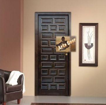 Puerta interior castellana acabado en nogal oscuro.