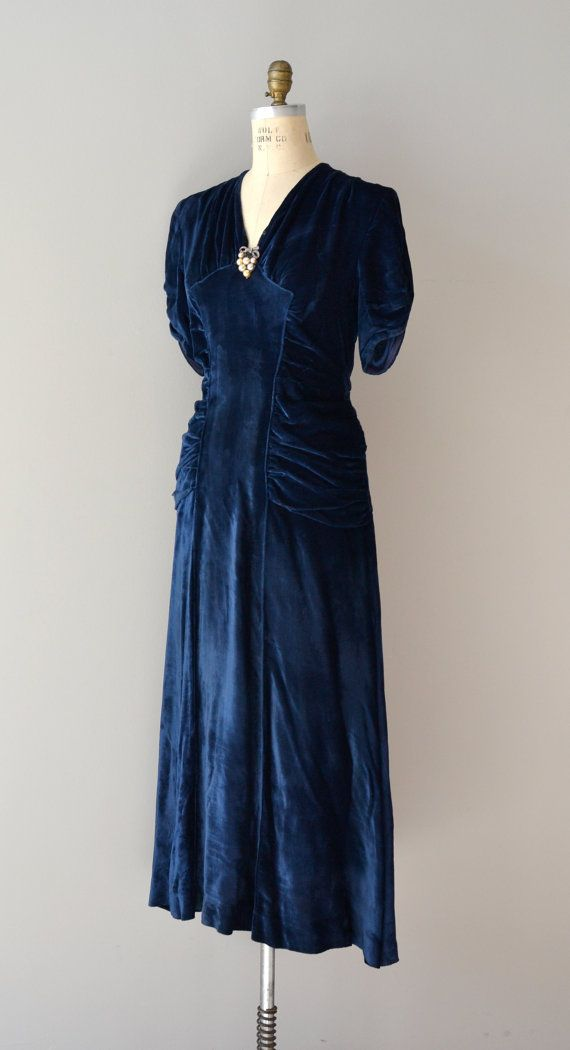 velvet 1930s dress ~ Utterly devastingly drop dead GORGEOUS dress, and in my colour!! =D