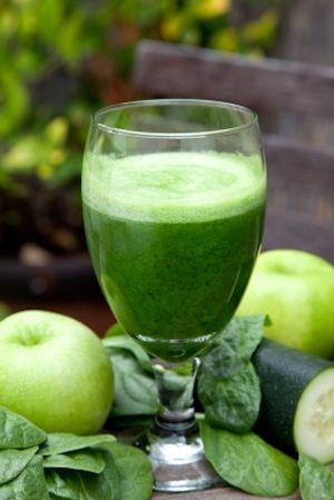 Green Juice Benefits + My Favorite Green Juice Recipe by Certified Holistic Health Coach Elizabeth Rider. See more at www.elizabethrider.com