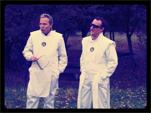 """@DavidSummershg y @Dani_Mezquita en el rodaje """"El secreto de vivir"""" single de su disco """"Desayuno Continental"""" 2010   @hombresg #hombresg Gracias a @PTaracido y @GTaracido por el aporte :)"""