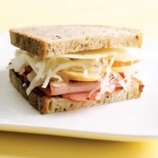 Grab & Go Lunch Recipe: Turkey Pastrami Sandwich-- If you're taking this sandwich to go, line one piece of bread with the pastrami and the other with Swiss cheese and tuck the sauerkraut and apple in the middle to keep the bread from becoming soggy.: Diet Meals, Lunches Recipes, Sandwiches Recipes, Lights Lunches, Lunches Ideas, Healthy Sandwiches, Turkey Pastrami, Pastrami Sandwiches, Healthy Lunches