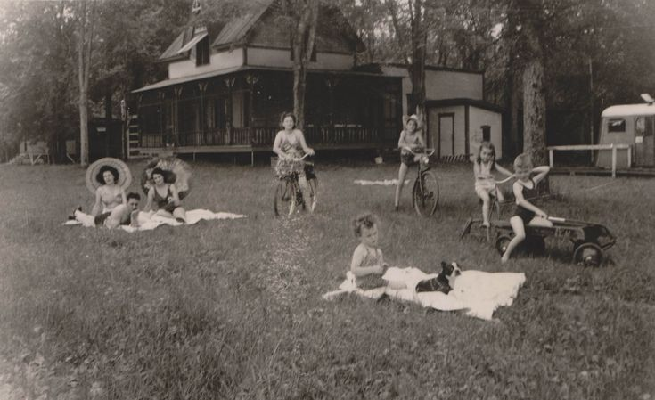 1944, Saint-Jean-sur-Richelieu, Saint-Rémi-d'Amherst rivière Richelieu, lac des Sables, chalet et pêche sportive.