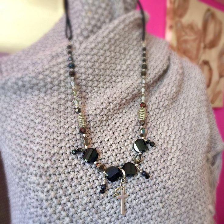 Een persoonlijke favoriet uit mijn Etsy shop https://www.etsy.com/nl/listing/507052066/heart-and-cross-necklace-with-suede