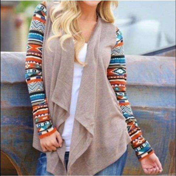 Colorful Long Sleeve Tribal Print Cardigan Colorful Long Sleeve Tribal Print Cardigan. Great for the fall/winter. Sweaters Cardigans