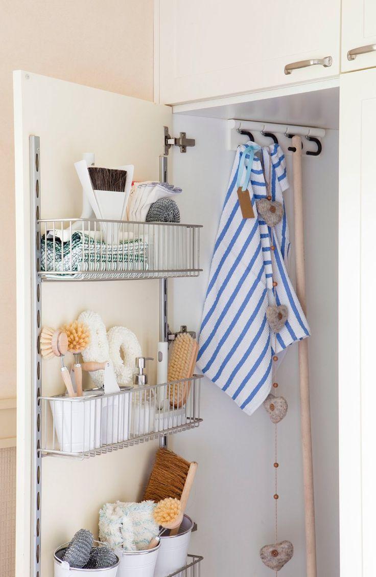 Corrediças e gavetas para porta do armário da lavanderia... Muito interessante para economizar preciosos centímetros...
