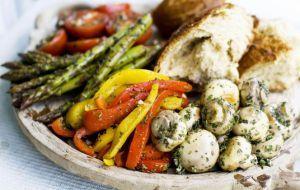 Salada de legumes marinados
