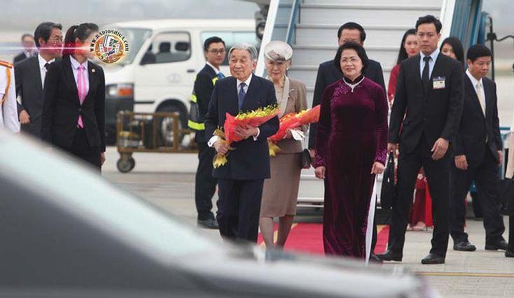 Imperador e Imperatriz chegam ao Vietnã. O Imperador Akihito e a Imperatriz Michiko chegaram ao Vietnã, para sua primeira visita ao país.