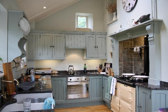 Gorgeous blue kitchen cupboards #cottagekitchen
