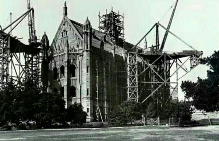 The construction of Fisher Library on Eastern Avenue,Sydney University in 1907.