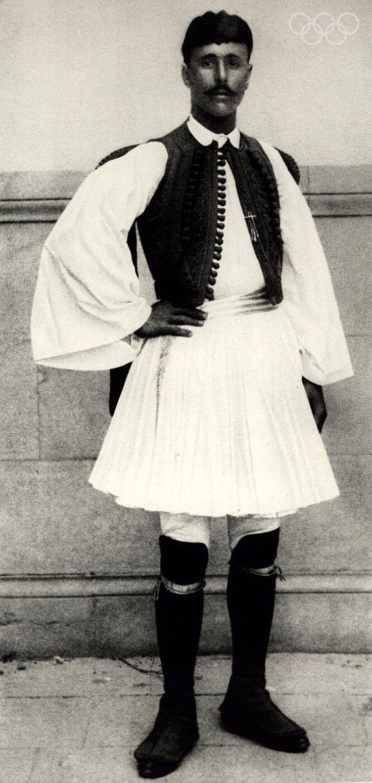 1896  Um retrato de Spyridon Spiridon Louis da Grécia, o vencedor da primeira maratona dos jogos modernos.