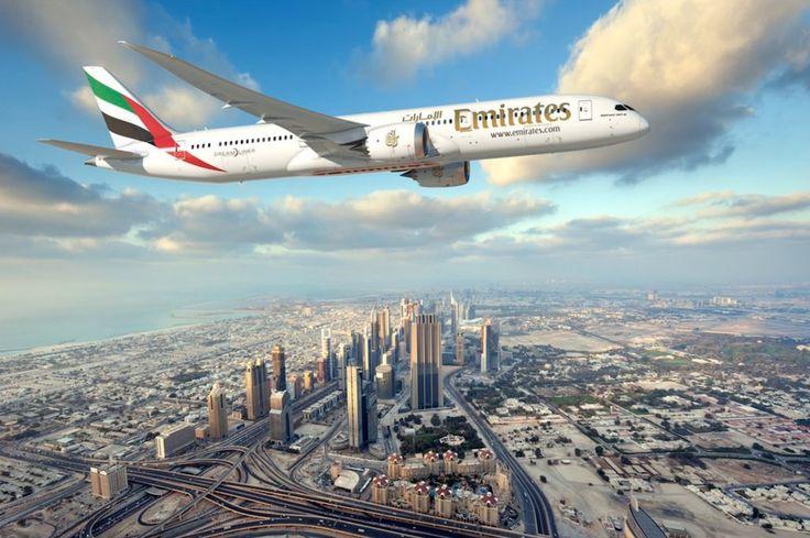 Dubaï survolée par le futur Boeing 787-10 d'Emirates
