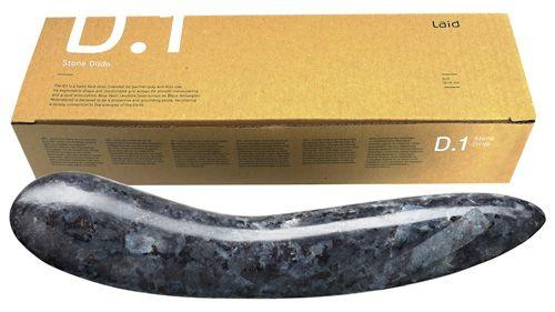 Dildo in pietra granito norvegese.Dildo stimolante per punto G in pietra nero- blu. Nero-blu G-spot dildo in pietra ( conosciuto anche come Norvegese Moonstone). Circa 18 cm di lunghezza, 11,5 cm di circonferenza, 285 g di peso