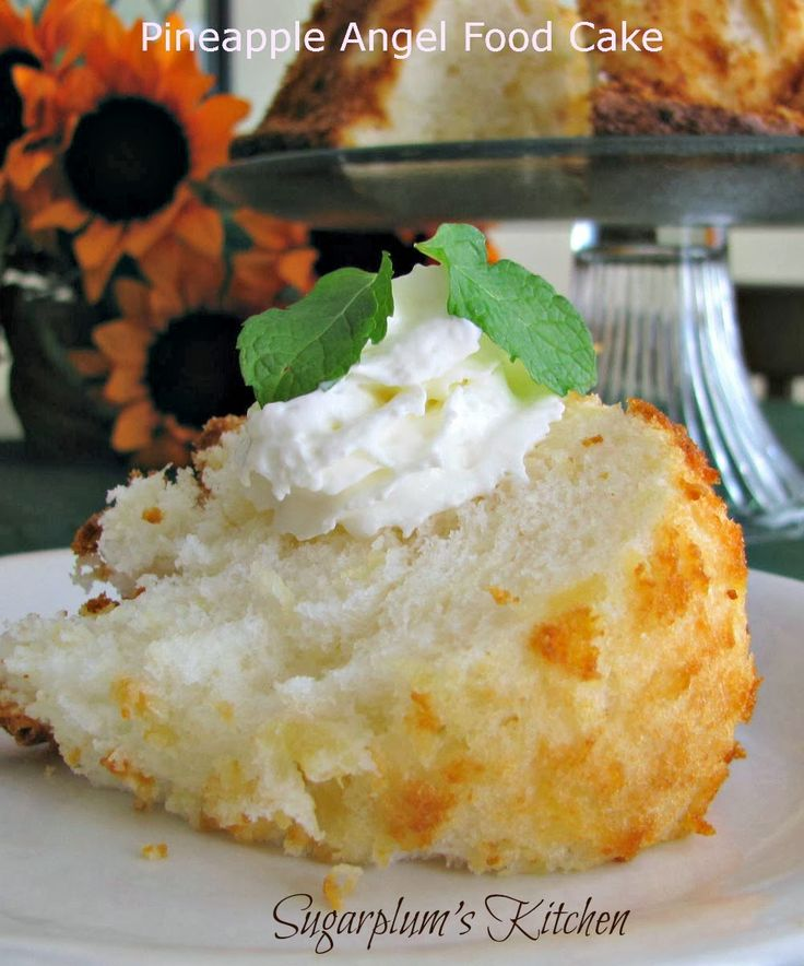 Only 2 ingredients! low-fat and low-calorie too! Pineapple Angel Food Cake/www.sugarplumskitchen.com
