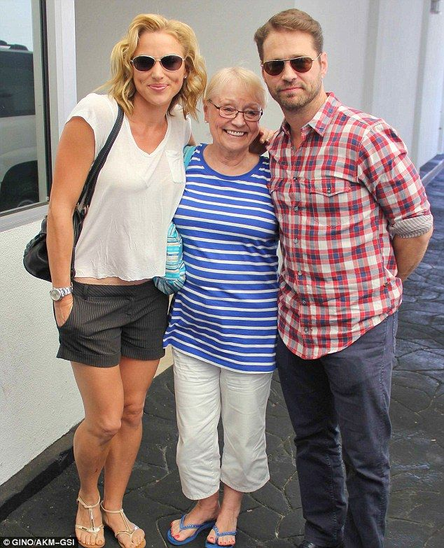 People often like to return to familiar places as they get older.    And it seems Beverly Hills, 90210 actor Jason Priestley is no different, choosing to spend his 44th birthday on Wednesday at an upscale eatery in that very zip code      Read more: http://www.dailymail.co.uk/tvshowbiz/article-2405098/Jason-Priestley-celebrates-44th-birthday-wife-mother-Beverly-Hills-90210-eatery.html#ixzz2dLysm9jS   Follow us: @MailOnline on Twitter | DailyMail on Facebook