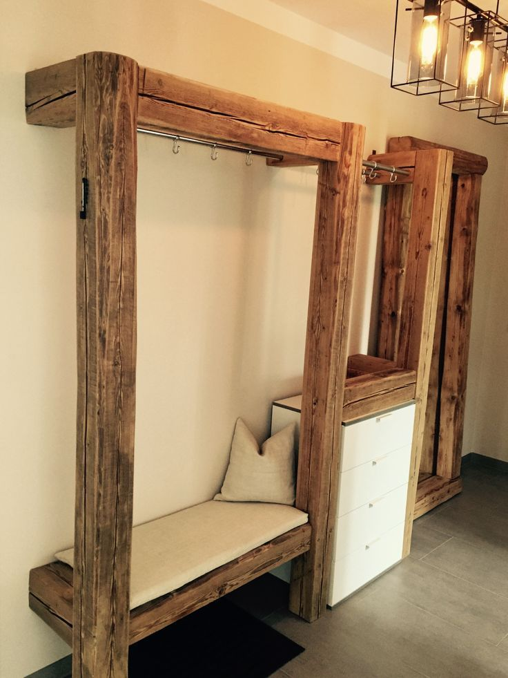 Garderobe aus alten Holzbalken Für mehr Infos und Anfragen bitte Nachricht send…