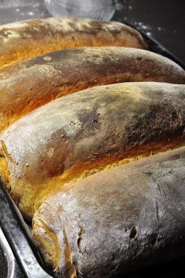 Bakar gärna , ibland för att det är mysigt och kul och ibland för att vi behöver bröd. Dessa rågsiktslimpor brukar jag baka när det ska gå f...
