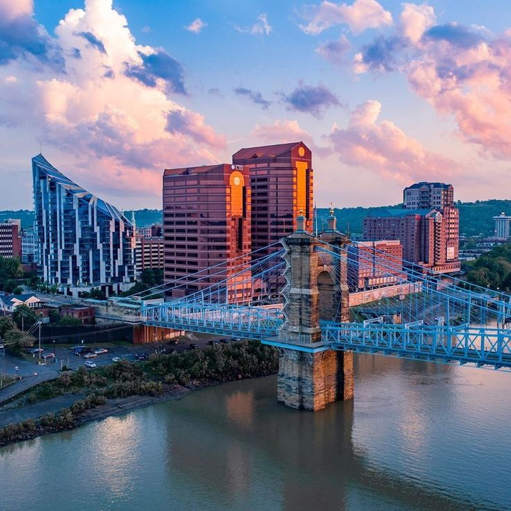Beautiful View Of Nky With The Roebling Suspension Bridge That Connects Us To Cincinnati Beautiful Views Suspension Bridge Kentucky