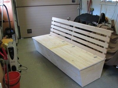 pysseliten - hemmabygget av en soffa