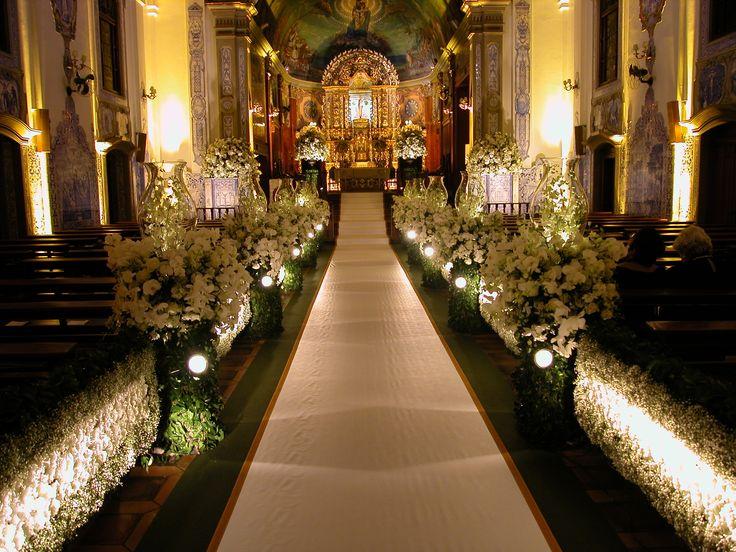 Decoração de casamento na Igreja Nossa Senhora do Brasil
