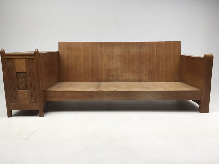 Oak sofa from vestibule 'Villa Wassenaar', Architect A. H. Wegerif