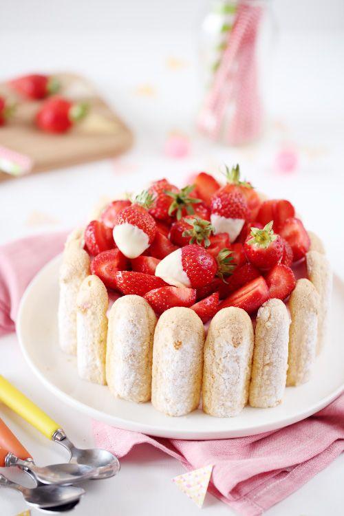 La charlotte aux fraises est un dessert que je n'avais encore jamais fait. Et pour un repas d'anniversaire, j'ai choisi ce dessert qui terminerait avec lég