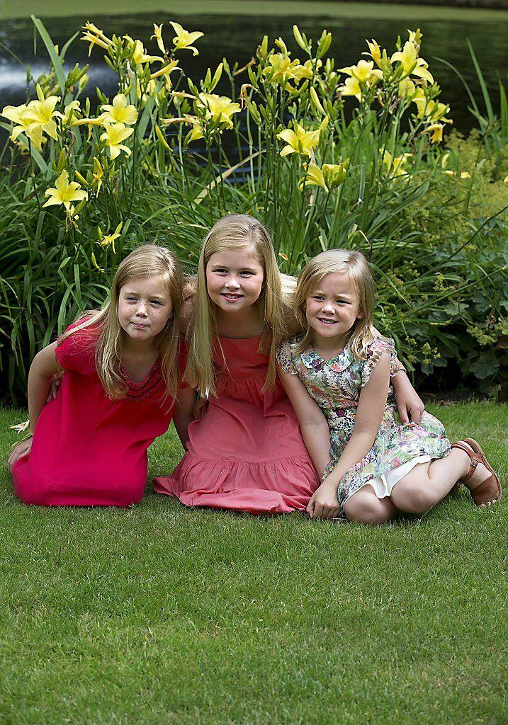 prinsesjes poseren in de tuin( juli 2013)