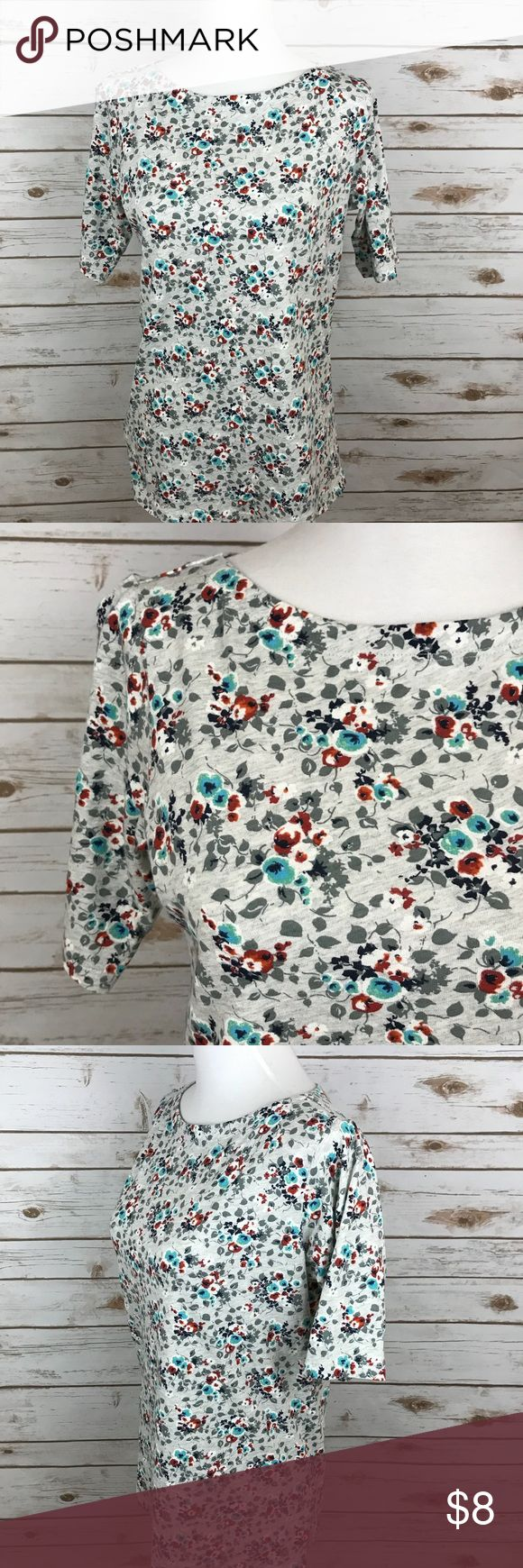 """Women's floral top Floral top Sleeve length: 10.5"""" at top  Length overall: 24.5""""   No rips or stains  Smoke free home   Pair with a fun bag !   Bundle and save   Always open to offers jcpenney Tops"""