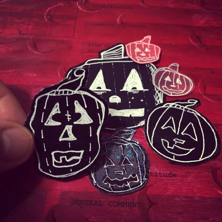 Alyice Edrich - Circa 2017 - Chalkboard Jack-o-Lanterns made from scrap paper, chalkboard paint, white gel pens, and cardboard. #Halloween #pumpkins #jackolanterns