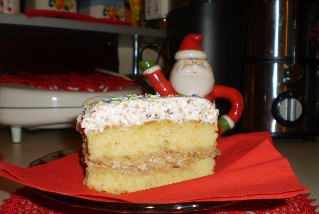 Retete Culinare - Prajitura cu frisca,nuca si dulceata de caise